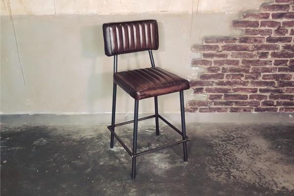 Chaise bar cuir marron tabac clouté, métal, style indus, déco vintage, design loft, pour bar ou îlot