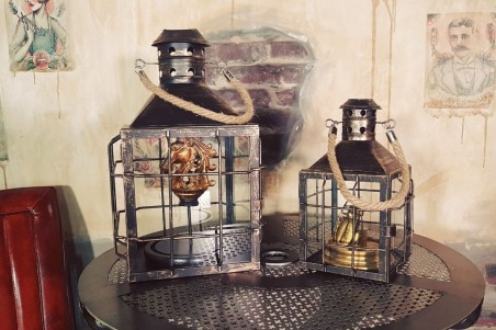 Cloche en verre avec socle en bois pour cheval d'or