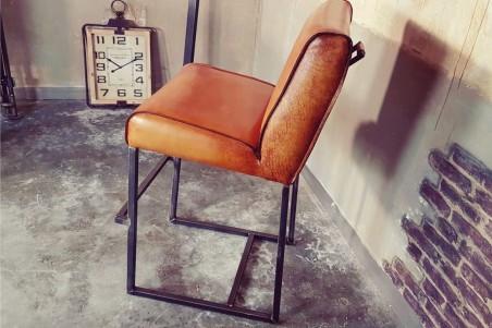 Chaise haute en cuir camel sombre et métal pour bar ou îlot central, déco vintage style indus design loft art contemporain