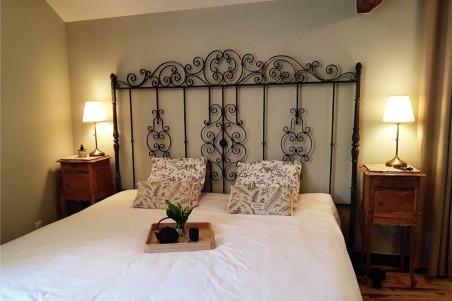 Tête de lit en fer forgé, déco de charme, ambiance romantique, style campagne chic