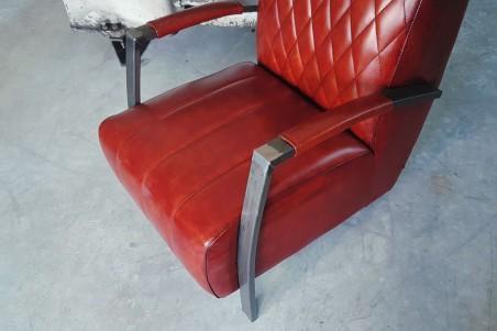 Fauteuil cuir rouge vintage design arlequin pieds métal piétement acier style industriel déco indus loft