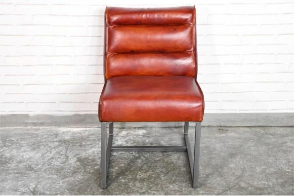 Chaise cuir rouge cognac sombre confort style american dinner pour déco design indus loft vintage