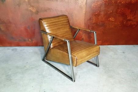 Fauteuil cuir olive et métal, déco vintage, style indus, design loft, art contemporain